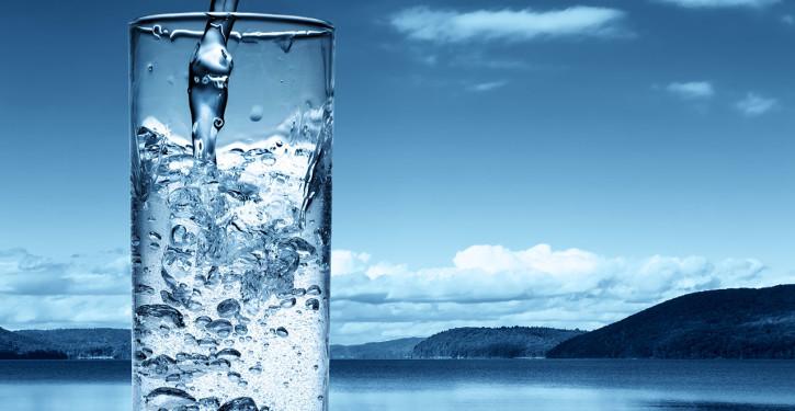 air-dalam-gelas