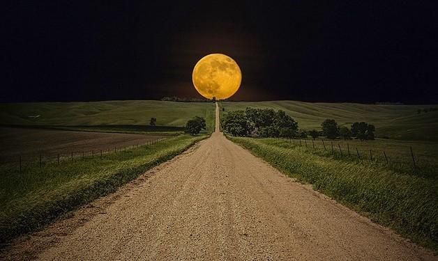 bulan-di-ujung-jalan
