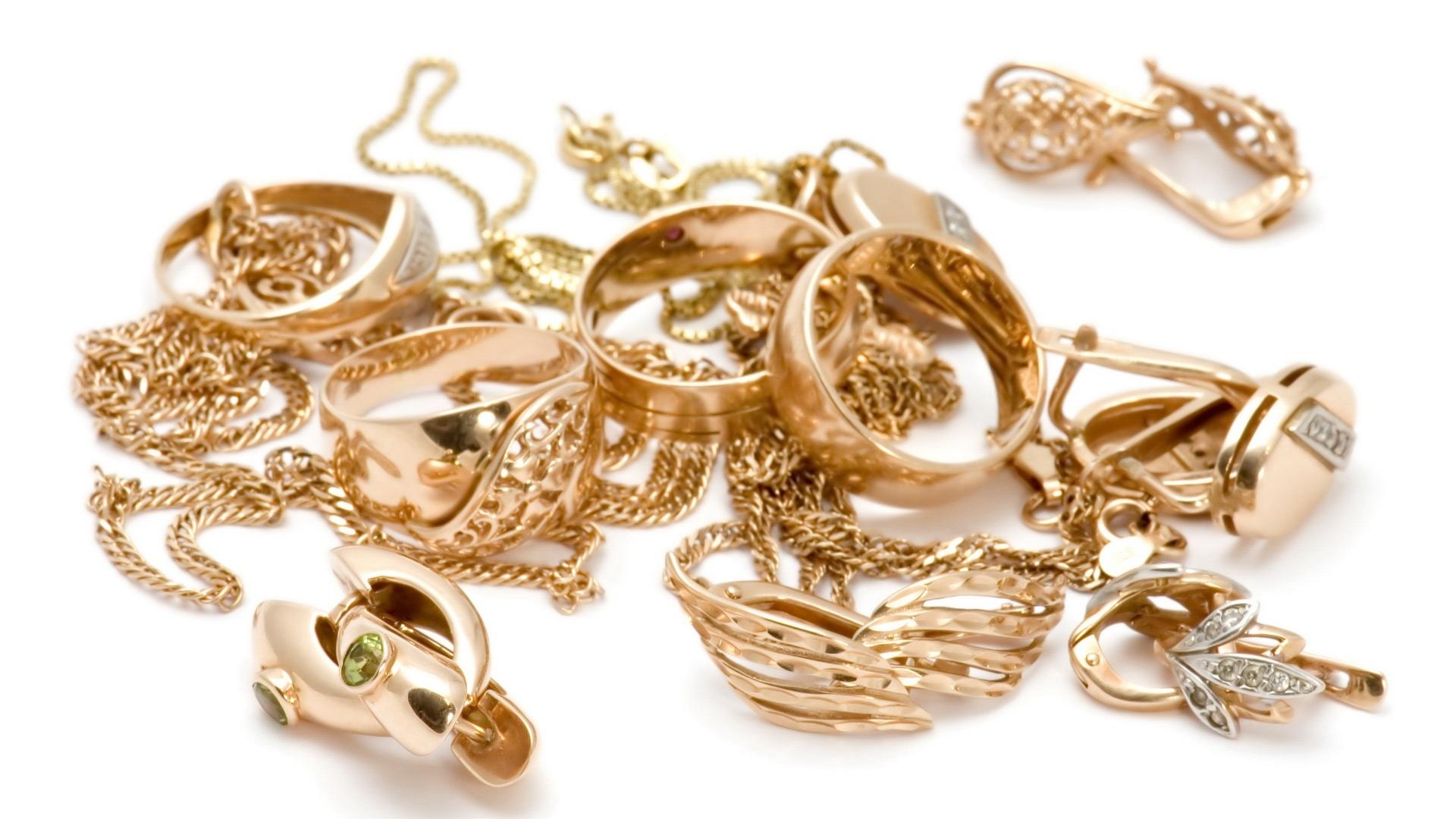 Dibalik Perhiasanmu