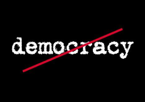 Demokrasi Merusak Moral Generasi