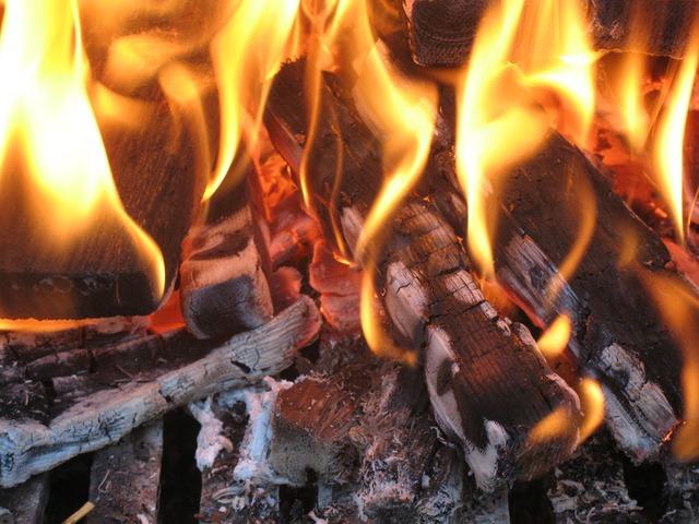 Seperti Menggenggam Bara Api
